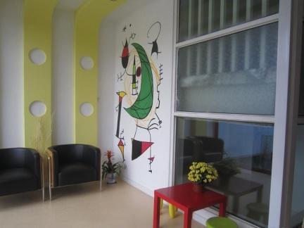 手绘墙和壁纸哪个更环保更好?